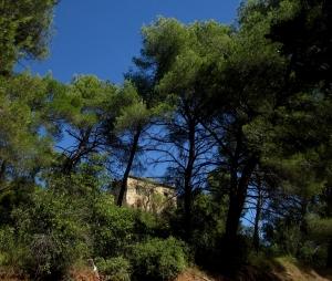 """Château-Noir vu de la route dite"""" route Cézanne"""", en direction du Tholonet."""