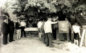 Transfert de tableaux de Cézanne lors de l'exposition au Pavillon Vendôme à Aix-ern-Provence en 1961