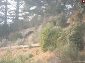 Fig. 7. Le mur de soutènement et ses arches en 2010