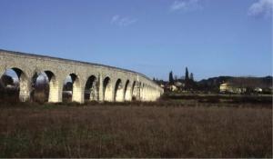 Fig. 30. Le pont-aqueduc de Calèche aujourd'hui