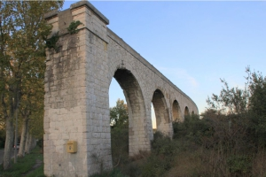 Fig. 31. Une pile-culée au croisement de la route de Sisteron