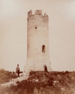 La Tour de César Photographe non identifié